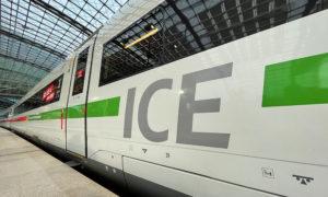 ICE mit grünem Streifen